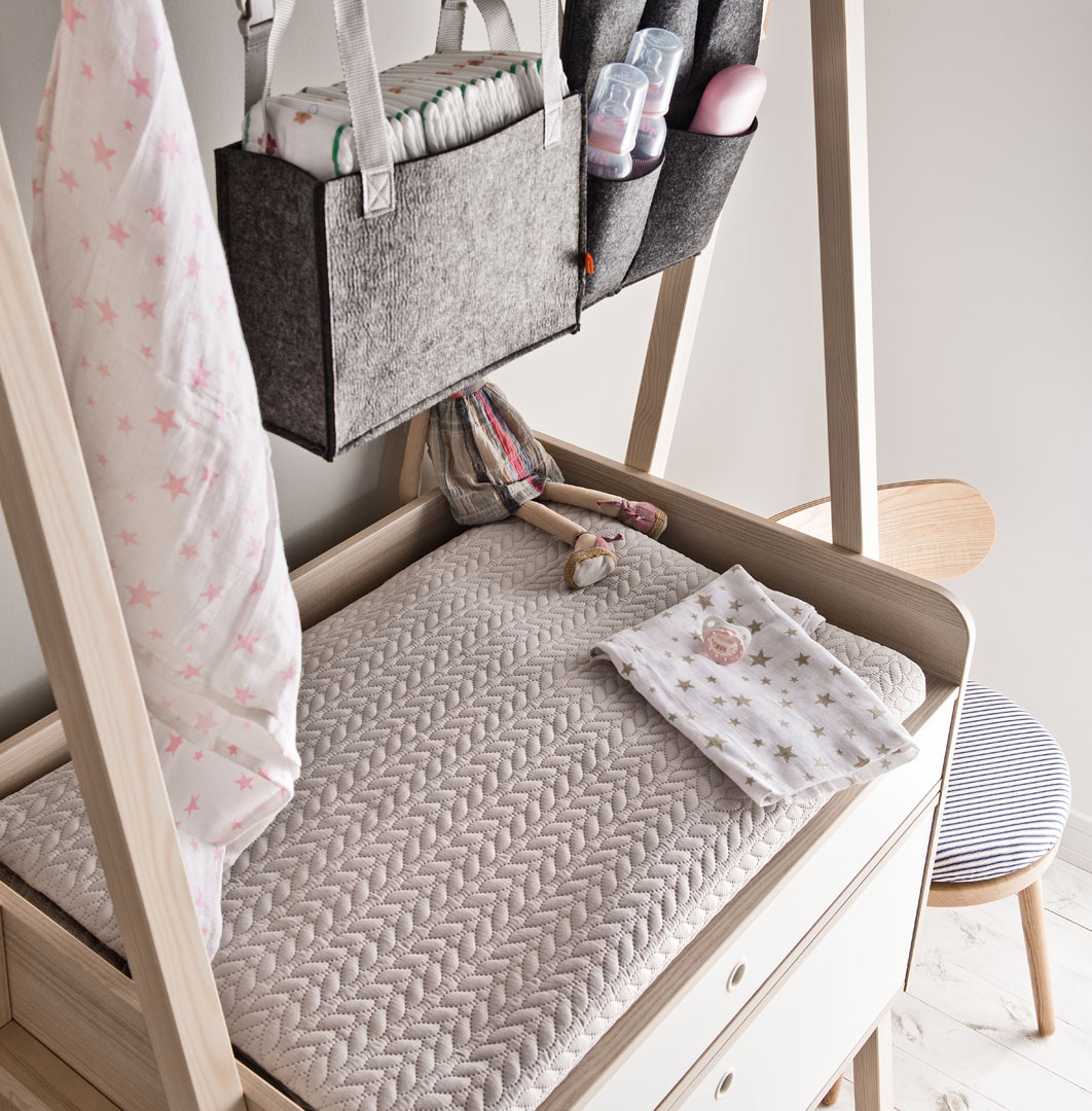 Spot Compactum and Desk For a Small Space